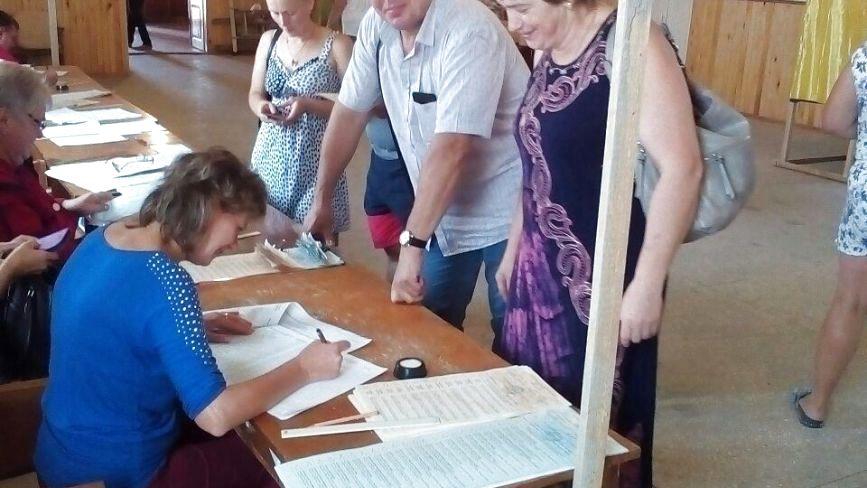 Як голосували в селі Козятин.  Фоторепортаж з вибочої дільниці