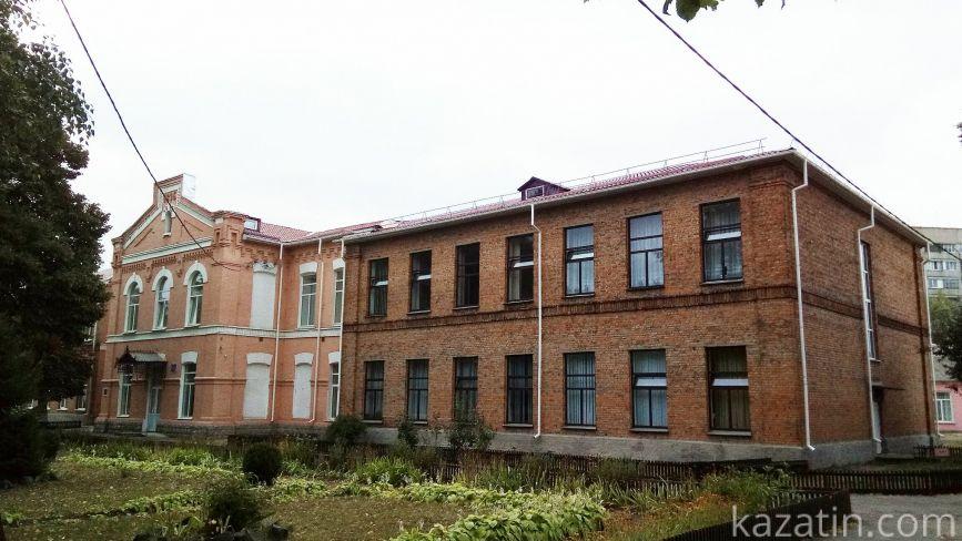 Вчили французьку, а одна місцева школа переїхала в Крим. Освіта до революції