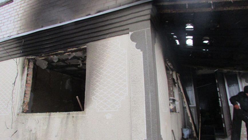 В селі Козятин у подружжя Миколюків обгоріла хата. Просять допомогти