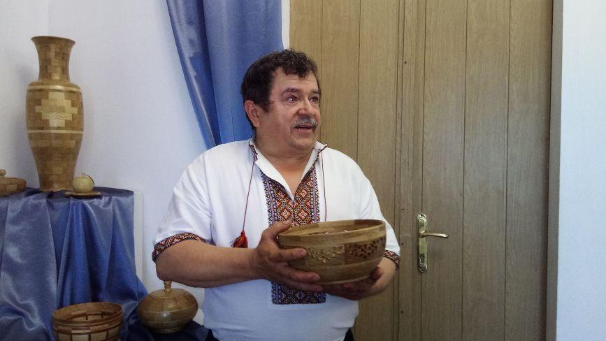 Сергій Лопушан робить картини і вази з дерева (ФОТО)
