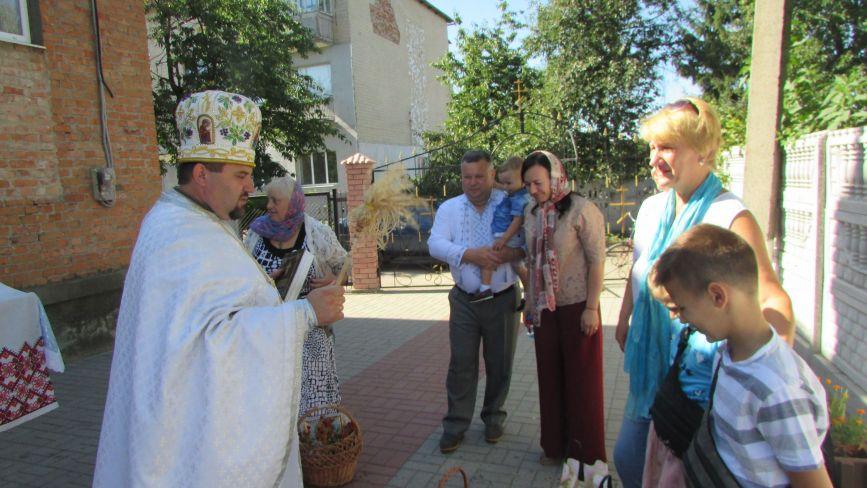 У Козятині віряни на Спаса святили фрукти своїх садків