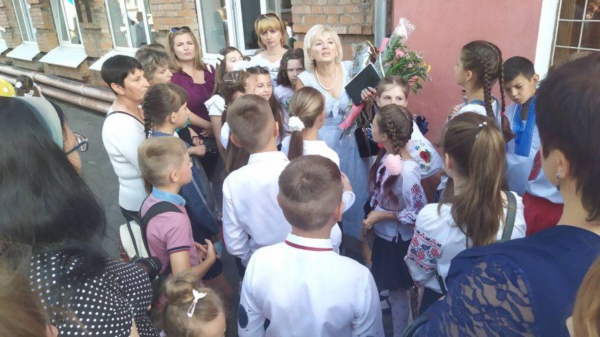 Перше вересня у першій школі: фоторепортаж