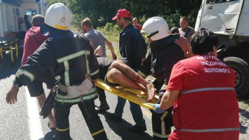 ДТП біля Бродецького: 25-річного водія діставали рятувальники