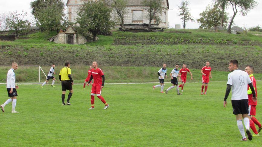 На вологому та вузькому полі складно показувати видовищний футбол