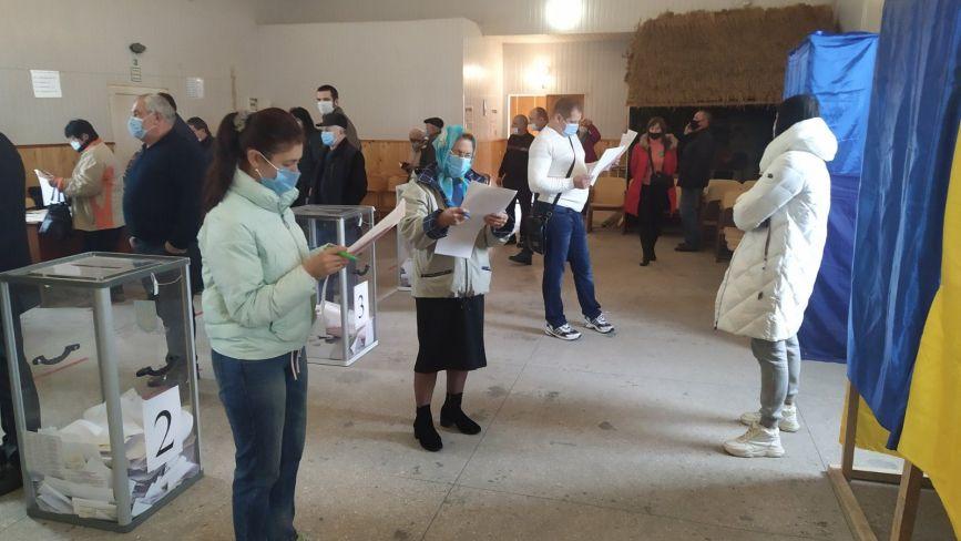 Як голосували у селі Козятині. Фоторепортаж