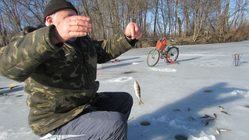 Що таке «балалайка» і зацепи? Рибалки розповіли про тонкощі зимової риболовлі