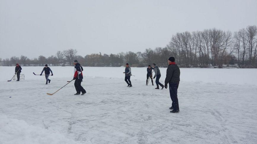 У Самгородку грали у хокей на льоду. Хто переміг?