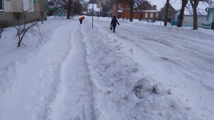 Фото дня: вночі на Козятинщині замітало снігом. Який стан вулиць та тротуарів?