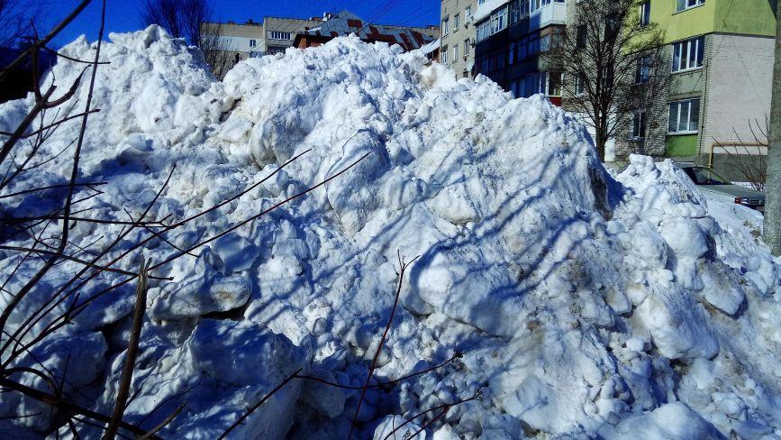 Ще дві сніжні гірки виросли у центрі міста