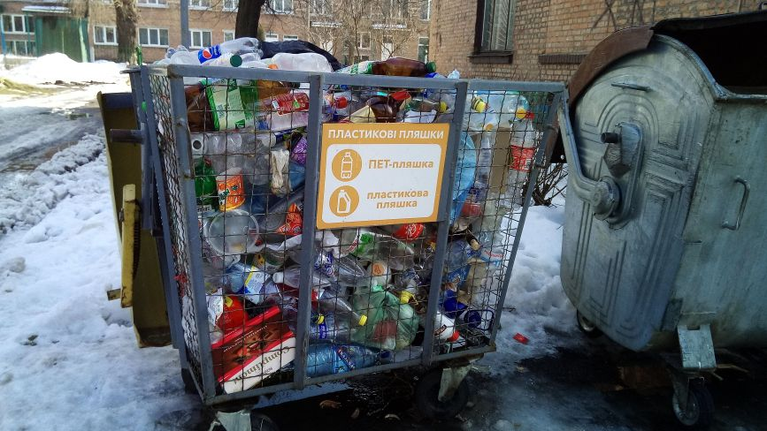 У центрі міста не вивозять пластикове сміття