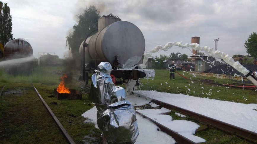 Ліквідували пожежу: в козятинському локомотивному депо провели навчання
