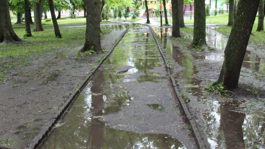 Освітлення вулиць – це добре, але й про ремонт доріг не варто забувати