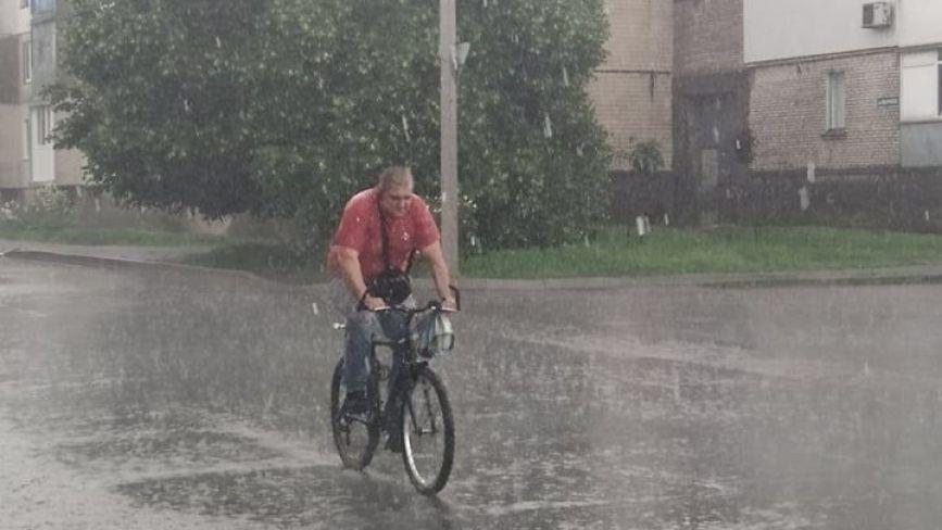 Фото дня: у Козятині впиріщив дощ