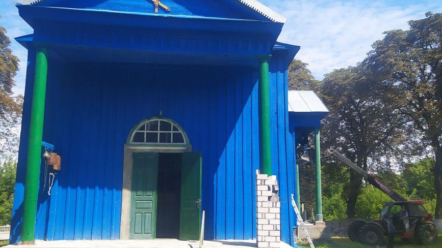 І дах протікає, і колони прогнили. Чому через ремонт церкви у Блажіївці мало не зчинився скандал?