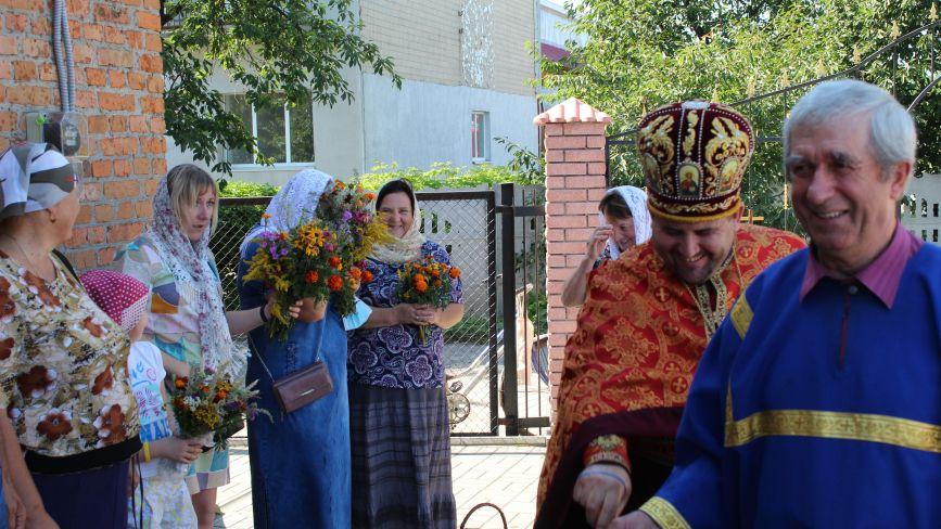 Козятинчани освячували у церкві кошики з маковими пиріжками, хлібну здобу та дари природи