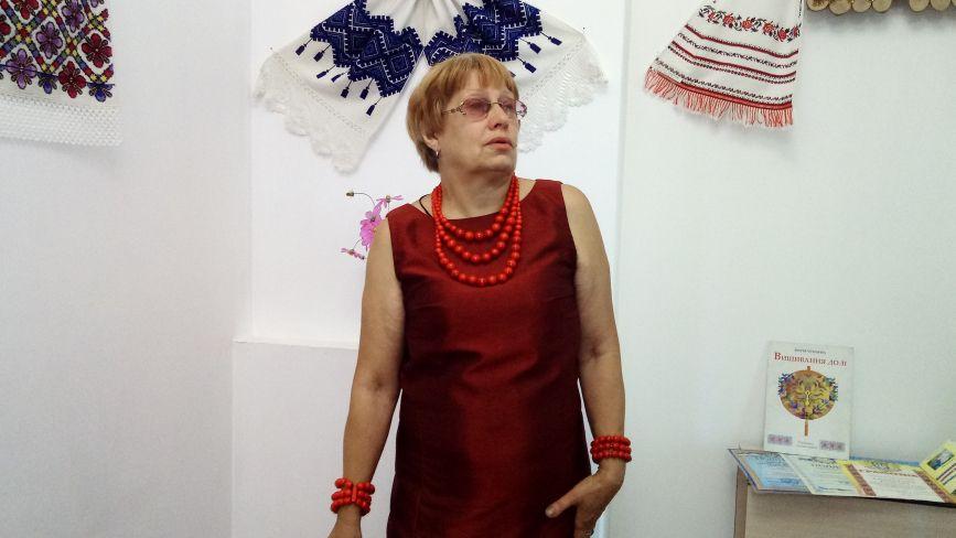 Козятинчанка Антоніна Головненко вишиває рушники