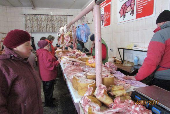 На базарі дешевше м'ясо?