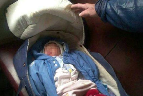 Журналісти розслідували випадок із залишеним в потягу немовлям