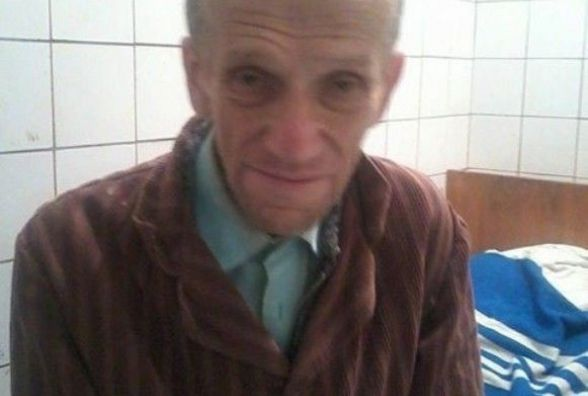 Чоловік похилого віку без документів