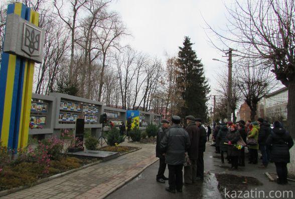 На День Гідності та Свободи в Козятині згадали полеглих у війні з Росією воїнів