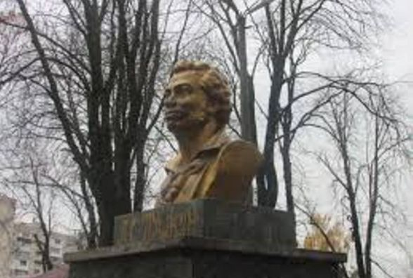 Чи варто перейменовувати парк Пушкіна на парк Шевченка?