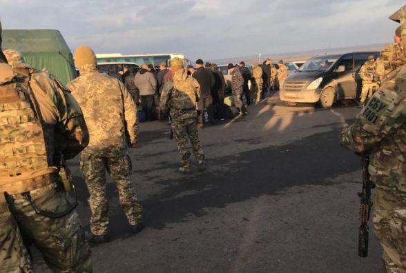 Обмін заручниками на Донбасі триває