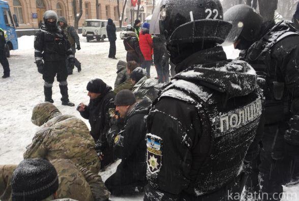 Героїв війни з Росією били і ставили на коліна. Наметовий табір під Радою розгромили силовики (ФОТО)