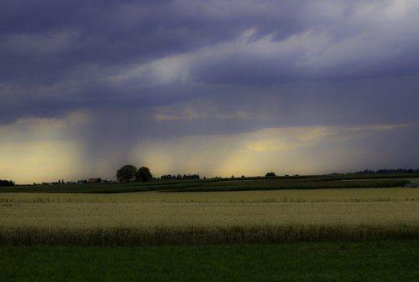 В Україну йде потужний циклон: країну на кілька днів накриють грози та зливи