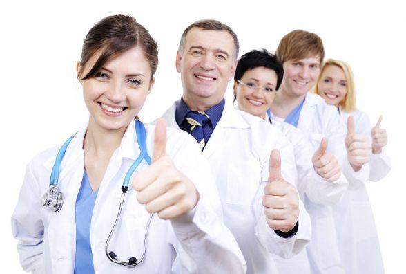 Кому з медиків дякують