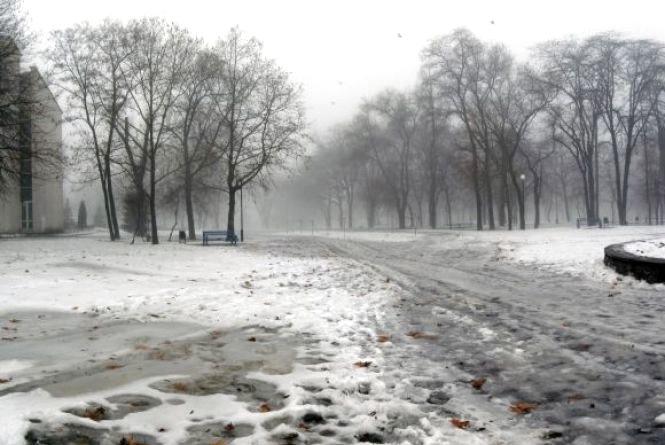 На Україну насувається теплий циклон, який принесе з собою вітер та мокрий сніг
