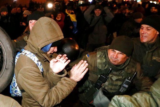 У центрі Києва сталися сутички між поліцією і протестуючими
