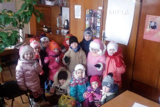 """Наймолодші волонтери — вихованці дитсадка №2 """"Журавонька"""" — знову гості редакції"""