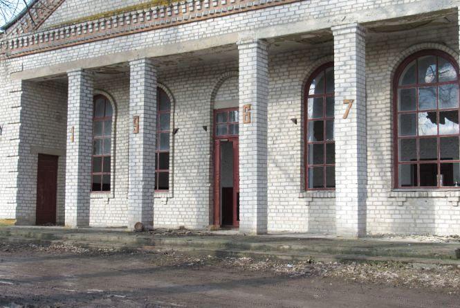 Полишений людьми культурний центр села Пиковець