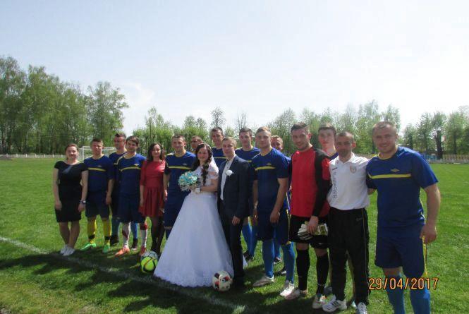 Футбол розпочався з нареченої