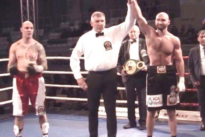 Великий бокс. Вінничанин Роман Головащенко переміг нокаутом Курзаву (ВІДЕО)
