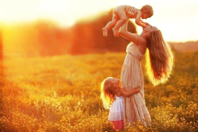 В Україні сьогодні святкують День матері