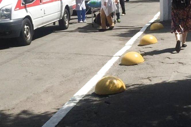 Знову важкі і зовсім молоді: до Києва прибув борт з пораненими бійцями, потрібна допомога