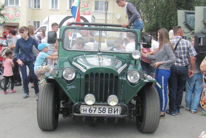 """До Козятина завітали  клуб антикварних і спортивних автомобілів """"КАіСА"""" і Дорожний контроль"""