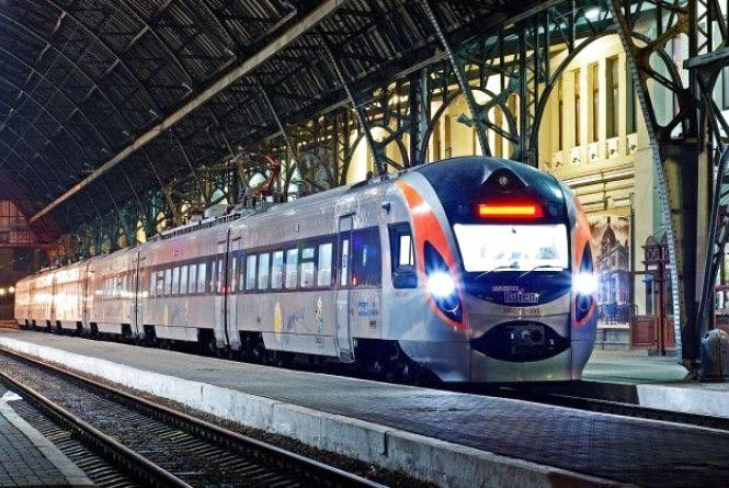 «Новорічні» поїзди: Укрзалізниця пустить сім додаткових потягів. Два – через Вінницю, один через Козятин та Хмільник