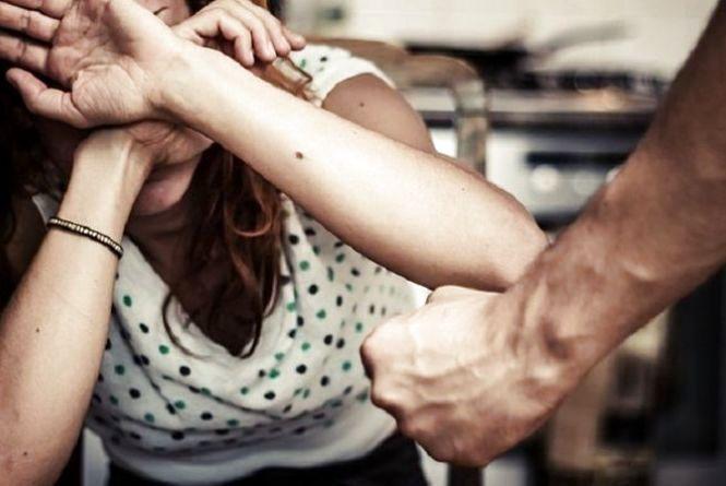 Чи допомогли б ви сусідці, яка потерпає від насильства в сім'ї?