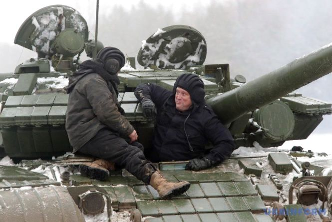 Американський генерал проїхався на українському танку і постріляв з зенітки (відео)