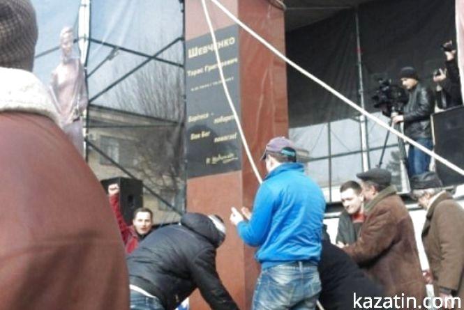 Шевченка у Вінниці відстояли (в мирній акції брали участь козятинчани)