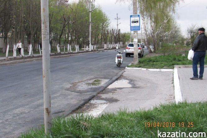 Як зліпили зупинку біля училища. фото відео