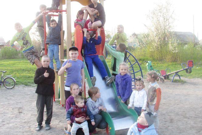 Майданчик на вулиці Чехова переповнений дітьми