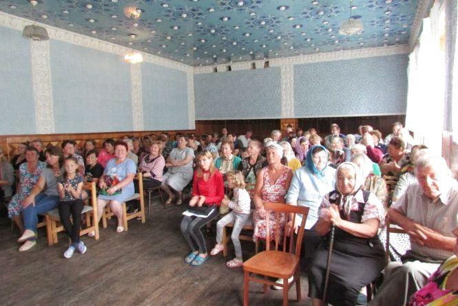 Громада Верболоз зібралась 26 липня, щоб відстояти медпункт