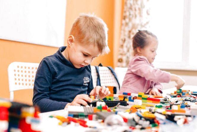 Кожному першокласнику — свій LEGO