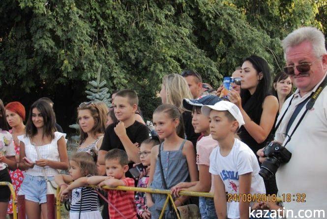 Спортивне видо́вище —а для глядачів  розважальний захід  на вулиці Козятина