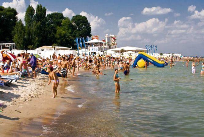 МОЗ не рекомендує купатися в Чорному та Азовському морях