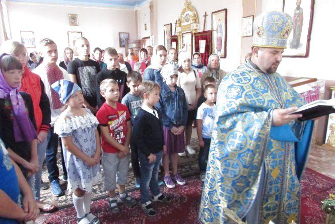 Дітей в школу проводжали в церкві