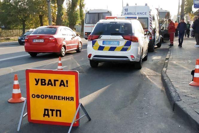Смертельна ДТП у Вінниці. Від удару тіло загиблого залетіло під тролейбус